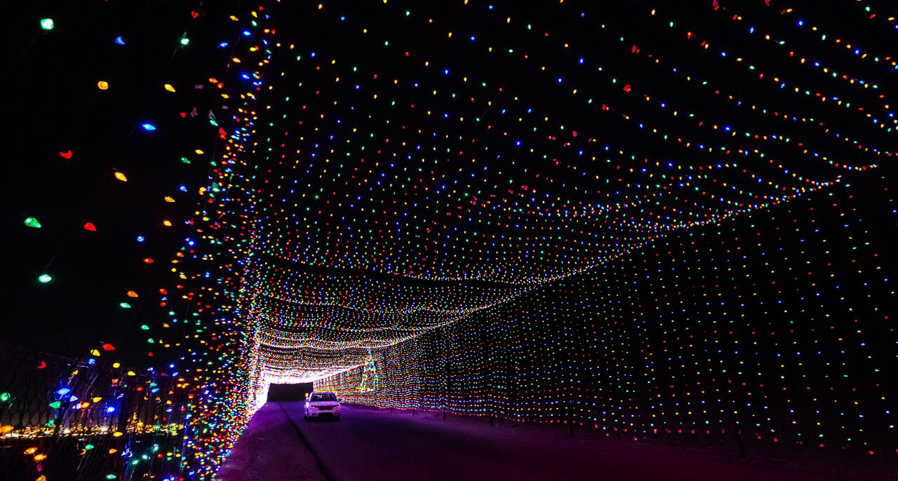 8 fun things to do in las vegas during the holidays for Motor speedway las vegas christmas lights
